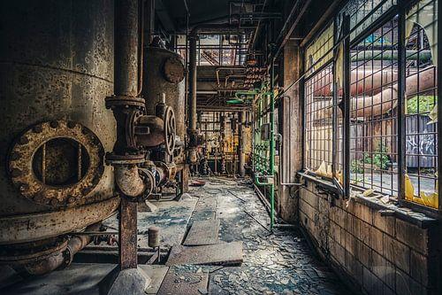 Verlaten energiecentrale van een staalfabriek.