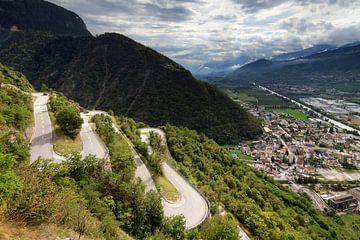 Slingerweg richting het Val d'Anniviers dal von Dennis van de Water