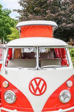Volkswagen Transporter T1 Camper met uitklap dak vooraanzicht van