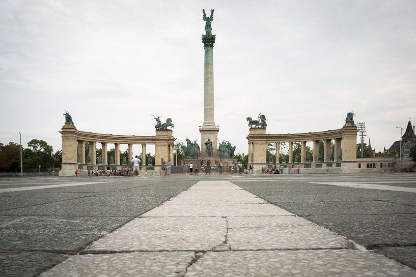 Helden plein Boedapest van Erwin Zwaan