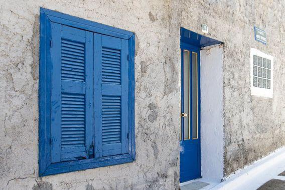 Blauwe luiken op Samos