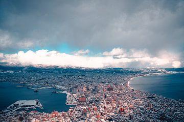 Zonlicht met ijzige wolken in Hakodate van Mickéle Godderis