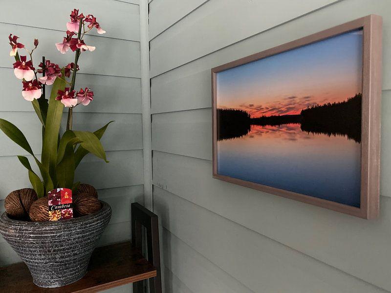 Klantfoto: Silhouette reflectie meer in Finland van Leon Brouwer, op fotoprint