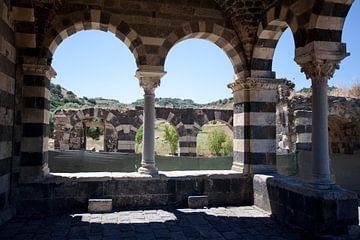 Basilique en Sardaigne. sur Kees van Dun