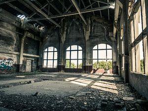 Halle im Gebäude des erloschenen Kohlebergwerks in Belgien