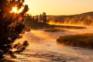 Zonsopkomst over Yellowstone rivier van Stefan Verheij