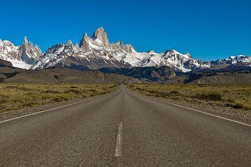 De weg naar El Chaltén met de Patagonische Andes wekt reisdromen op van Christian Peters