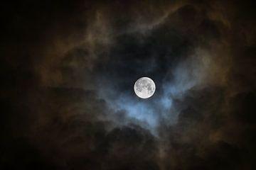 De maan in een brandende lucht van Pascal Raymond Dorland