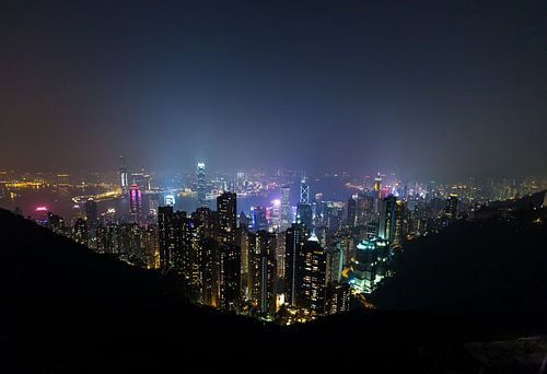 Hongkong Victoria Peak bei Nacht von Inge van den Brande