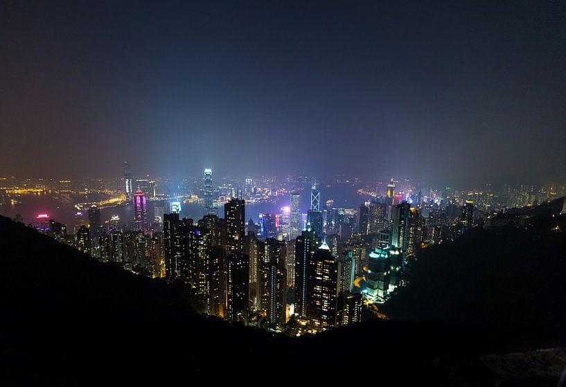 Hongkong Victoria Peak by Night van Inge van den Brande