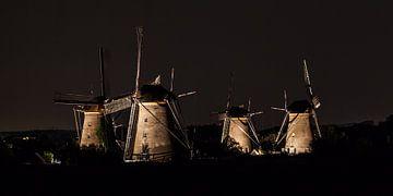 Verlichte molens Kinderdijk #6 van John Ouwens