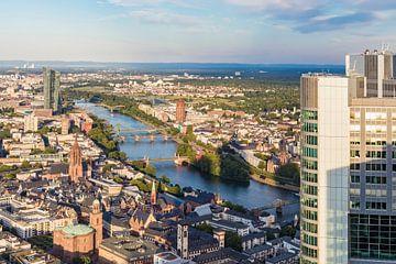 Uitzicht over Frankfurt am Main van Werner Dieterich
