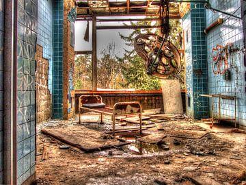 Operationssaal in einem alten, verlassenen Militärkrankenhaus/Sanatorium von Tineke Visscher