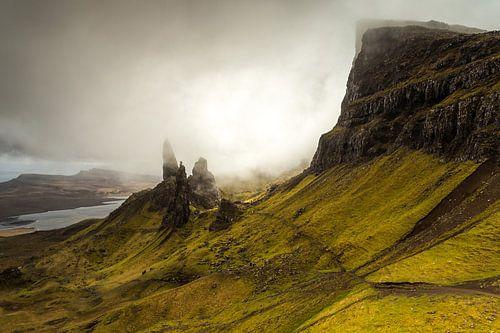 The Storr in the mist van Tom Opdebeeck
