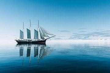Zeilschip Rembrandt van Rijn bij Spitsbergen van Milene van Arendonk