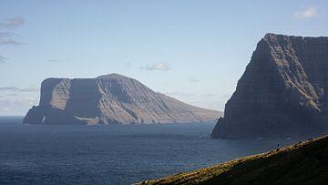 Uitzicht vanaf Kallur, Faeröer Eilanden van Floris Heuer