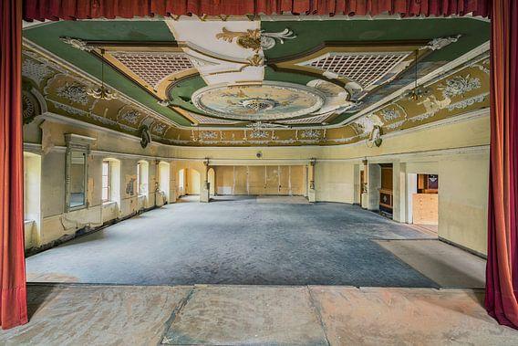 "Ballroom ""Red Curtain"" van Michael Schwan"