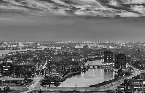 Coolhaven Rotterdam in zwartwit van Ilya Korzelius