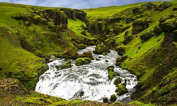 Waterval van boven gezien, IJsland van Rietje Bulthuis