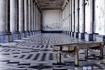 Foto van het thermae palace in Oostende. van Therese Brals