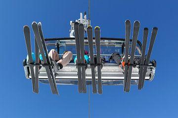 skiers in de lift van Angelique Rademakers