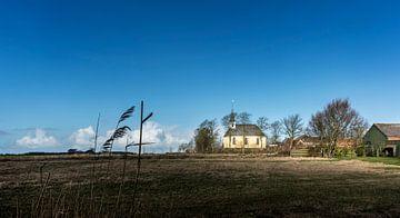 Kirche in einem Dorf im Norden der Niederlande von Bo Scheeringa