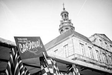 Carnavalsstoffen te koop op de Markt in Maastricht von Streets of Maastricht