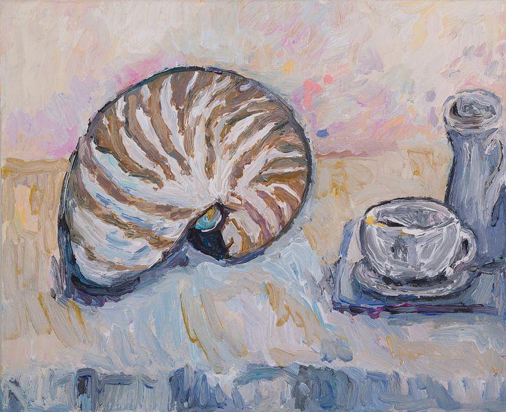 Stilleven met schelp (Nautilus) van Tanja Koelemij