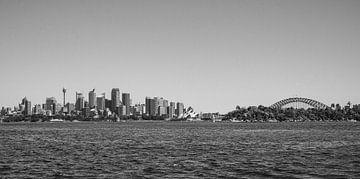 Skyline von Sydney mit Opernhaus, Harbour Bridge und Sydney Tower von Kaj Hendriks