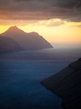 Zonsondergang boven het eiland Kalsoy van