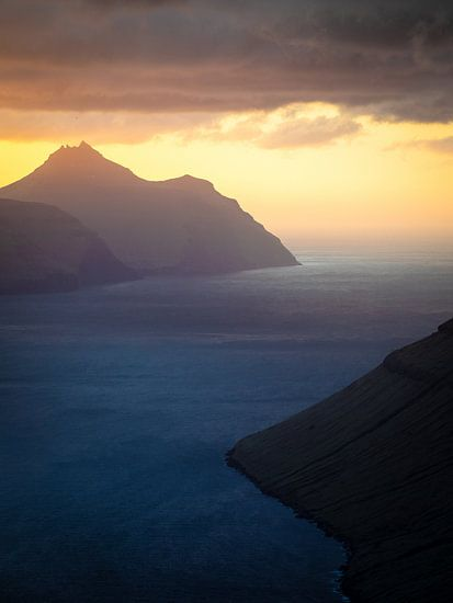 Zonsondergang boven het eiland Kalsoy van Nando Harmsen