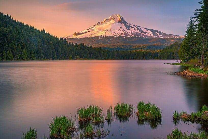 Sunset at Mount Hood, Oregon, United States van Henk Meijer Photography