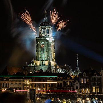 Vuurwerk op de toren van Deventer van VOSbeeld fotografie