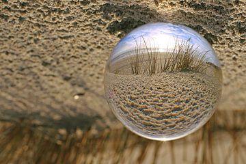 Glaskugel am Strand von Steffi Flei