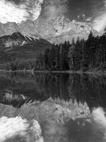 Spiegelung der Zugspitze am Eibsee von Andreas Müller