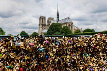 Liefdessloten in Parijs bij de Notre Dame