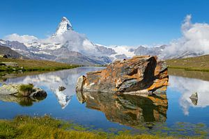 Spigelung des Matterhorns im Stellisee von
