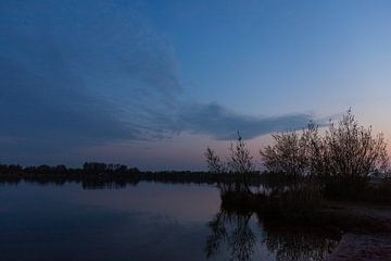 Meer vlak na zonsondergang van Foto Danielle