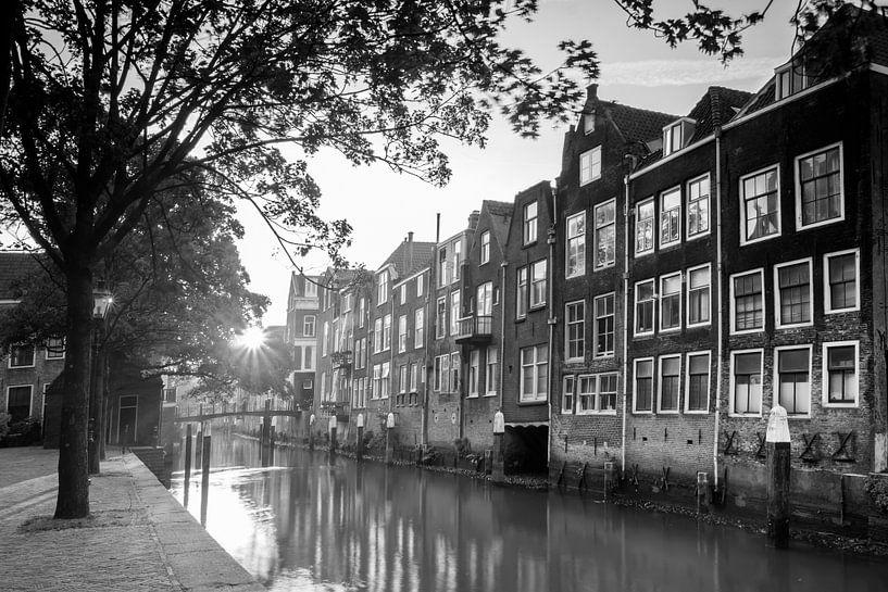 Pottenkade - Dordrecht (zwart-wit) van Jan Koppelaar