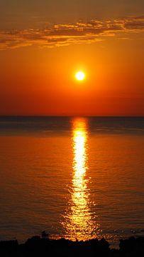 Sonnenaufgang am Meer, rotglühend, Mallorca von Edeltraut K. Schlichting
