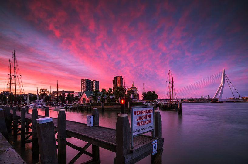 Veerhaven Rotterdam bij zonsondergang van Ilya Korzelius