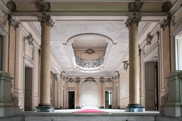 Urbex - Frans chateau entree van Tim Vlielander