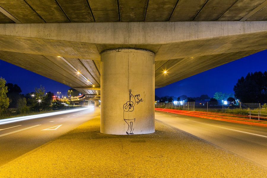 Grafitti afbeelding  'Play I Some'  onder viaduct ringweg 050 Groningen van Evert Jan Luchies