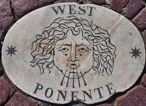 West, Potente, 1 van vier windstreken van het St Pietersplein (1/4)