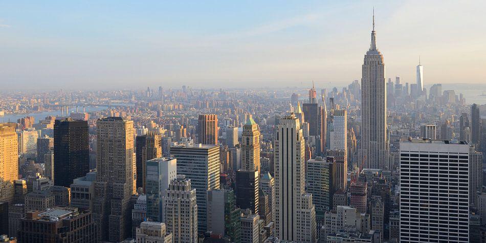 Manhattan New York met het Empire State Building voor zonsondergang, panorama van Merijn van der Vliet
