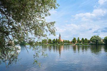 Uitzicht op het idyllische eiland Werder aan de rivier de Havel van Heiko Kueverling
