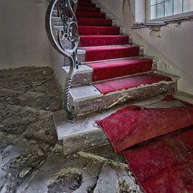 Lost Place - roter Treppenläufer von Linda Lu