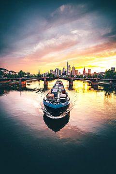 Frankfurt am Main, zonsondergang met schip van Fotos by Jan Wehnert