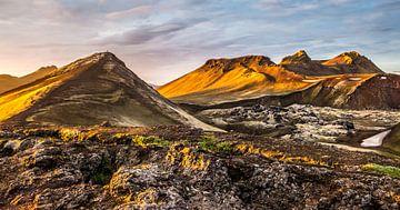 Landmannalaugar - ondergaande zon von Henk Verheyen