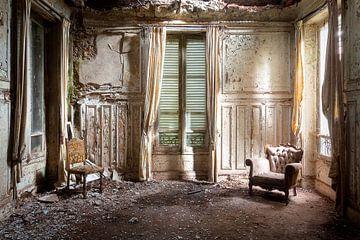 Lichtstrahlen im verlassenen Haus. von Roman Robroek